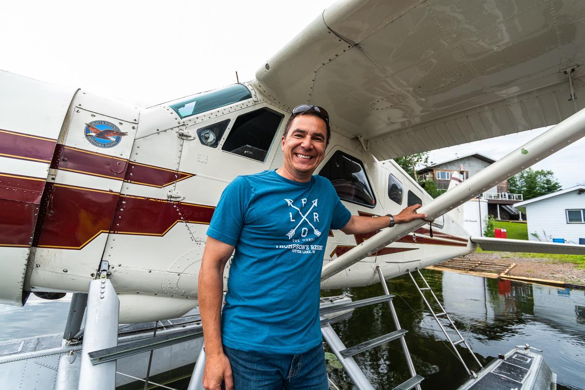 Ron fliegt Touristen und MIenenarbeiter. Foto: Flora Jädicke