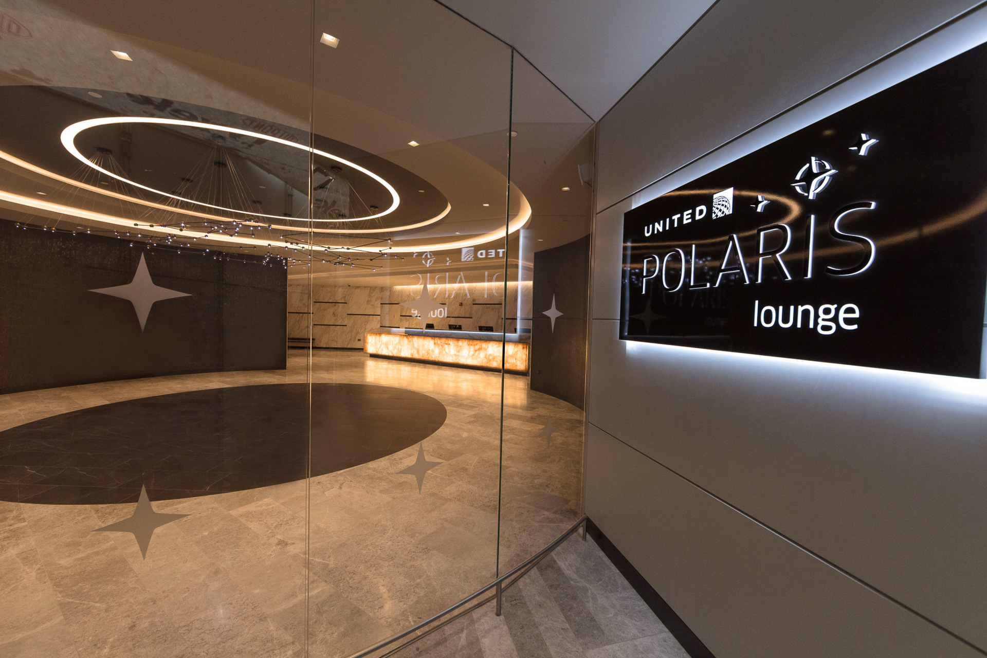 United-Polaris-lounge-at-EWR-1