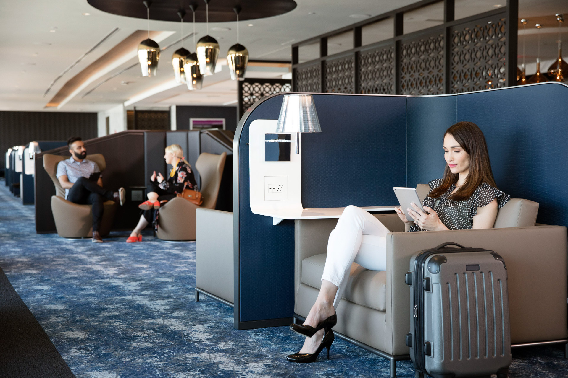 United-Polaris-lounge-seating-area-at-EWR-1