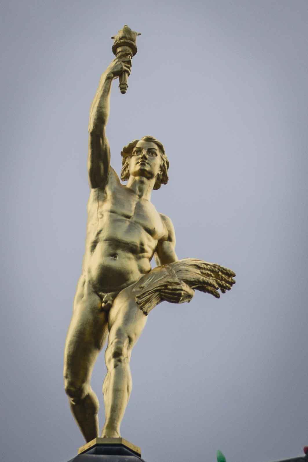 """Der """"Golden Boy"""" auf der Kuppel des """"Legaslative Building"""". Foto: Flora Jädicke"""