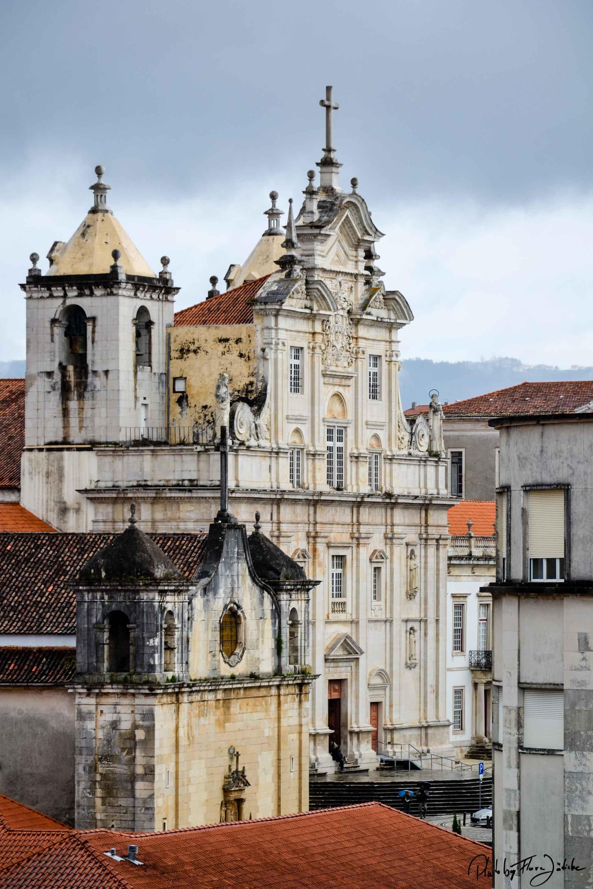 Blick von der Universität auf die neue Kathedrale Sé Nova. Foto: Flora Jädicke