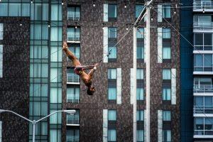 Ein Trapezkünstler trainiert in Washington DC. Foto: Flora Jädicke