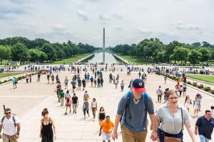 Blick über den Reflcting Pool am Lincoln Memorial hinüber zum Washington Monument. Foto: Flora Jädicke