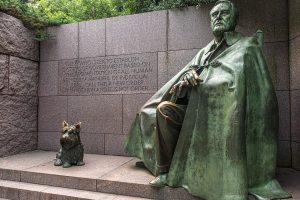 Franklin D. Roosevelt mit Hund. Franklin D. Roosevelt Memorial am Tidal Bassin. Foto: Flora Jädicke