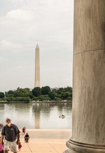 Blick über den Reflcting Pool aus dem Lincoln Memorial hinüber zum Washington Monument. Foto: Flora Jädicke